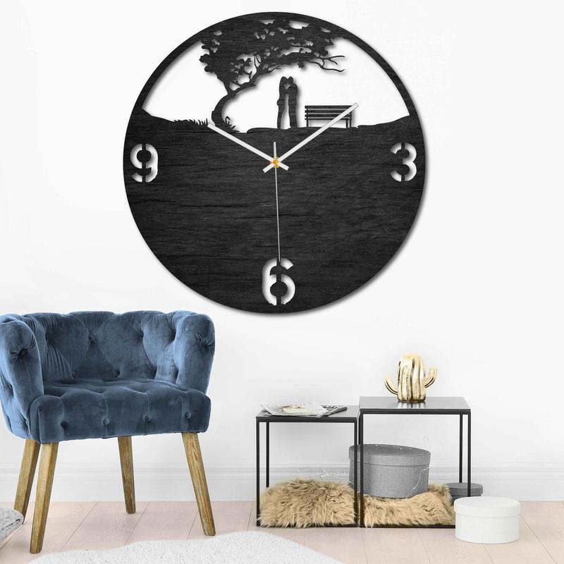 Drevené hodiny - pár v parku - prírodné aj farebné | SENTOP PR0448