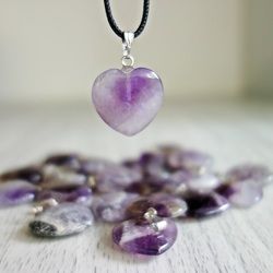 Prívesok z minerálu v tvare srdca - ametyst chevron - 2 cm
