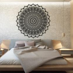 Ruhiges hölzernes Bild der Mandalablume auf einer Wand des Sperrholzes SILVIA